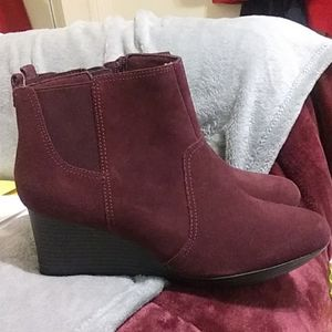 Clark's maroon wedge boots